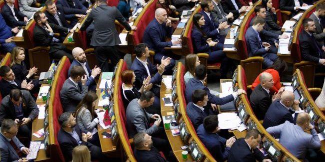 Рада в першому читанні підтримала законопроект по скороченню депутатів з 450 до 300