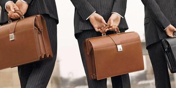 Уряд прив'язав зарплату чиновників до середньої по країні та скоротив премії