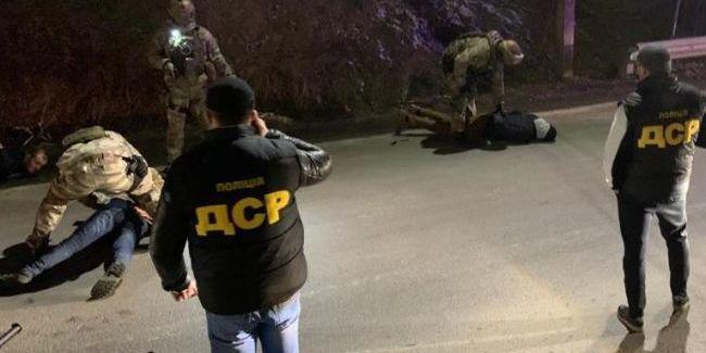 На Закарпатті поліція затримала злочинне угрупування, яке начебто намагалось захопити регіон