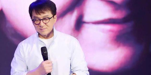 Джекі Чан пообіцяв 7 тисяч тому, хто придумає ліки проти китайського коронавірусу