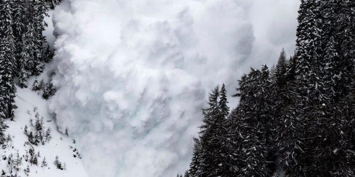 Рятувальники в Карпатах просять не підніматися в гори через сніг і вітер