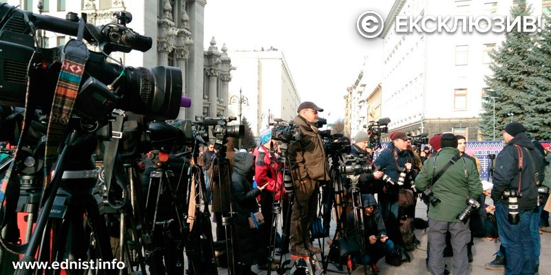 Українці запитують у Зеленського про зустріч з Патрушевим в Омані. Акція під Офісом Президента. Пряма трансляція
