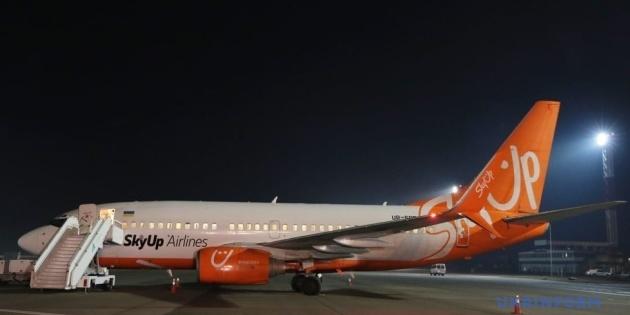 Літак з евакуйованими з Уханя українцями приземлився на дозаправку в Борисполі та вирушить у Харків
