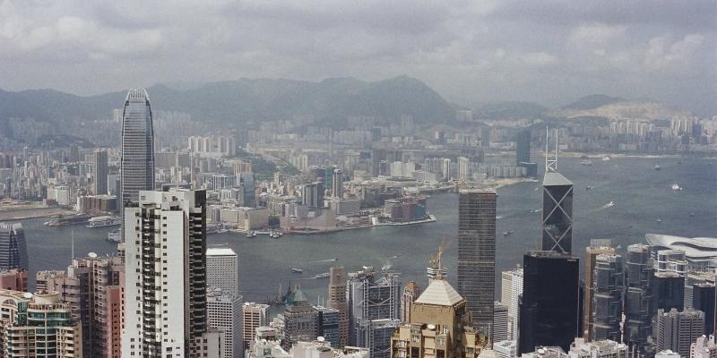Влада Гонконгу подарує постійним жителям $ 1200, щоб полегшити їхнє фінансове становище
