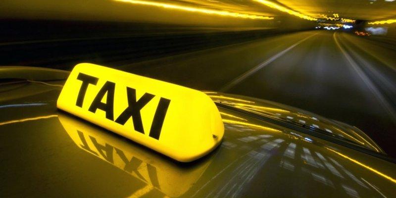 Українських таксистів хочуть обкласти податками