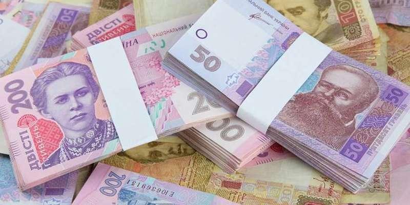 Середня зарплата за місяць впала на 12,5%, - Держстат