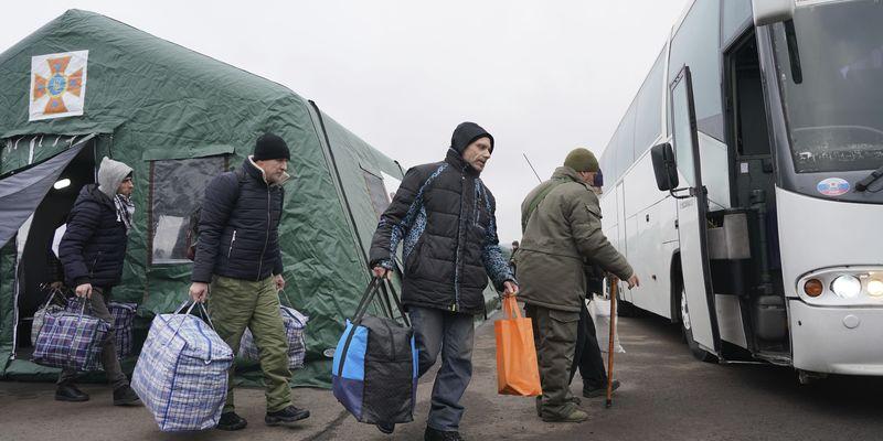 Українці з окупованих територій опинилися сам на сам із проблемами