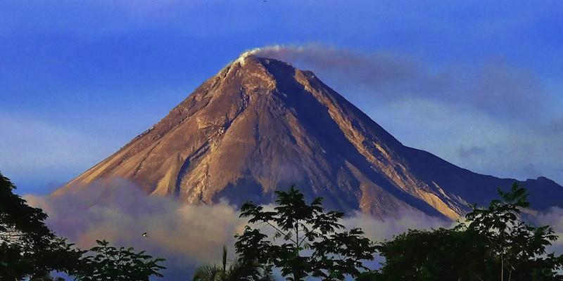 На острові Ява прокинувся вулкан - стовп попелу майже 5 кілометрів