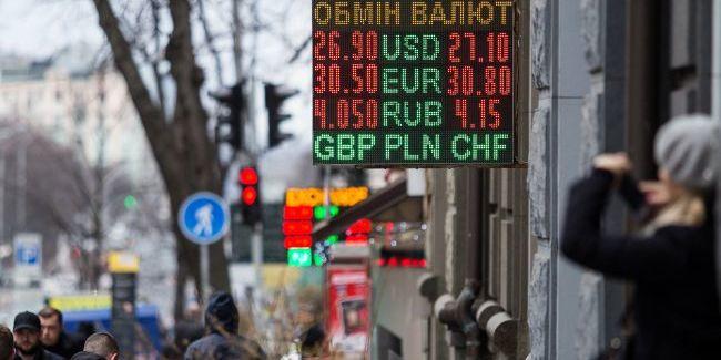 Після зміни уряду аналітики допускають зростання курсу до 27 грн/долар