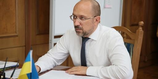 «Там живуть українці» — прем'єр заявив, що в окупований Крим потрібно подавати воду
