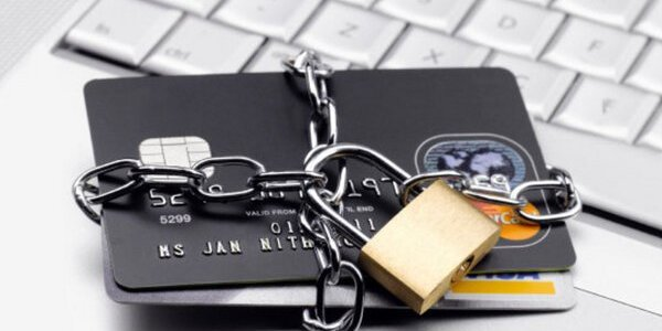 У ПриватБанку почали блокувати рахунки українців через порушення ПДР: кого зачепить