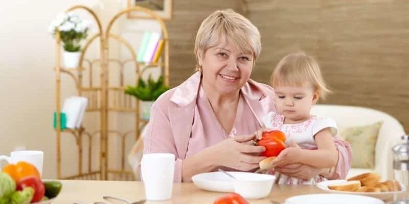 Сервіси експрес-нянь готові безкоштовно наглядати за дітьми, чиїх батьків госпіталізують до лікарні