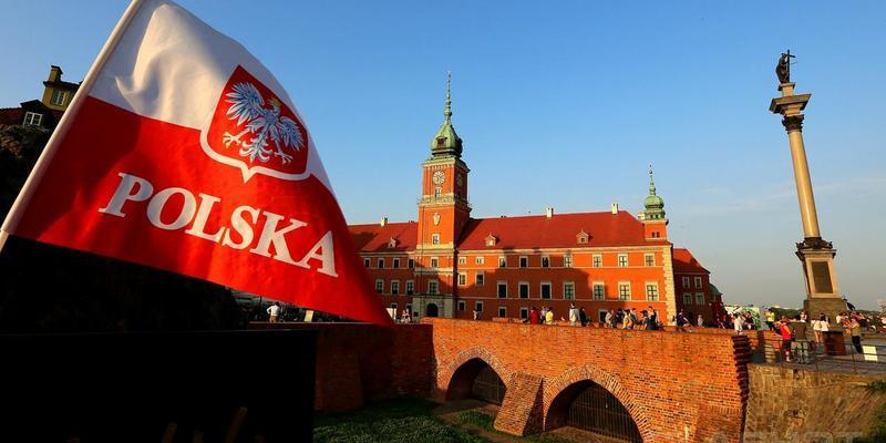 Польща закриває кордони для іноземців та зупиняє міжнародне сполучення