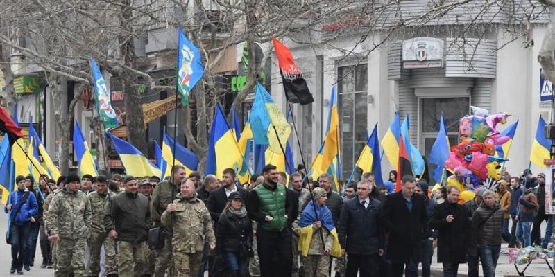 У Києві проходить марш патріотів до Дня Добровольця (пряма трансляція)