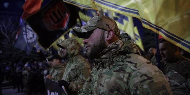 Марш добровольців розпочався: ветерани йдуть до посольства РФ