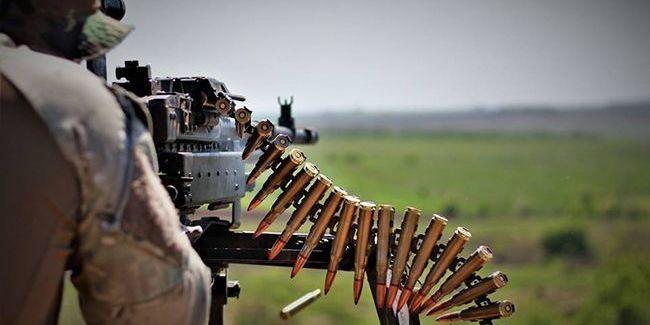 На Донбасі бойовики випустили понад 50 мін, український військовий дістав поранення