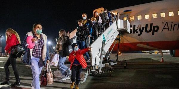 Спецборт з евакуйованими з Італії українцями приземлився в «Борисполі»: відео