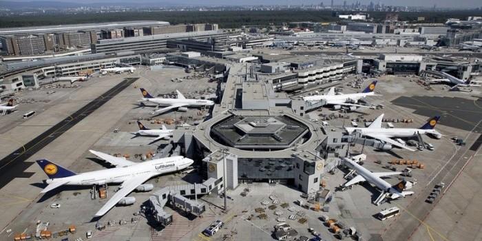 Українці застрягли в аеропортах Німеччини та Австрії через коронавірус