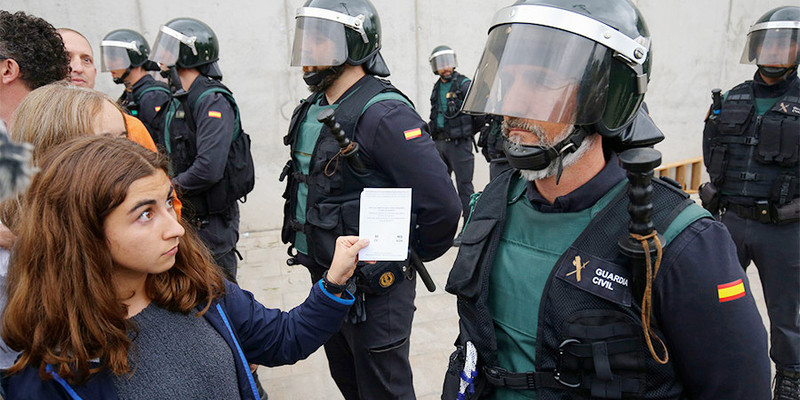 В Іспанії затримали чоловіка, який навмисно кашляв в обличчя поліцейському