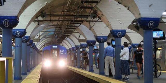 У Києві, Харкові та Дніпрі закривають метро