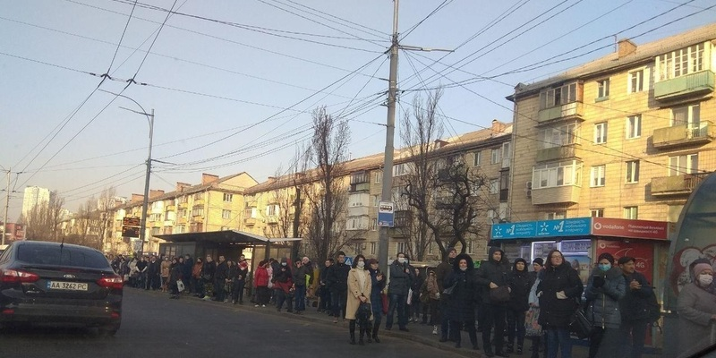 У Києві, Харкові, Одесі маршрутки забиті, люди без масок: як в Україні порушують карантин