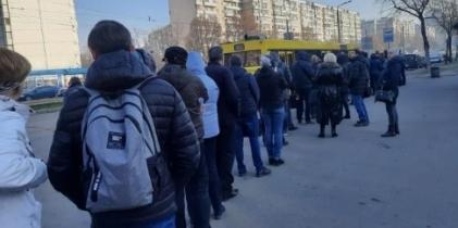 Влада Києва пообіцяла розвозити на роботу медиків і поліцейських