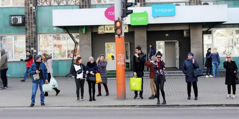 Щоб вберегтись від коронавірусу, у Луцьку зупинили весь громадський транспорт