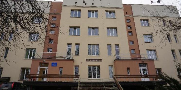 Швидку відмовлялися дезінфікувати, а спецодяг спалив активіст: як транспортували чоловіка з коронавірусом на Тернопільщині