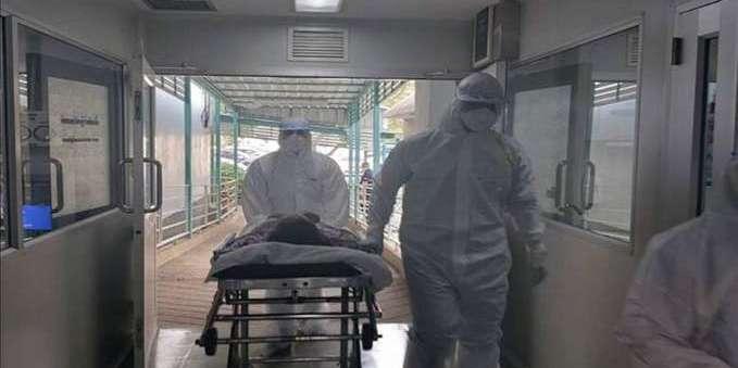 Рідні без засобів захисту забирали тіло чоловіка, який помер від коронавірусу