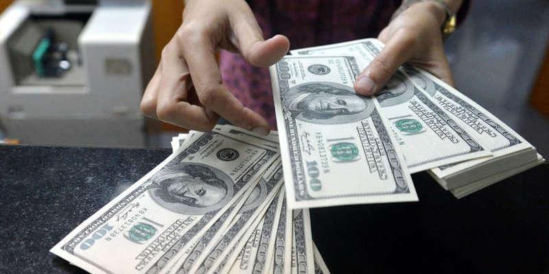 Валютні гойдалки тривають: НБУ різко підвищив офіційний курс долара