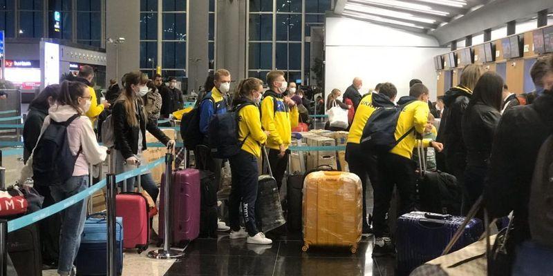 Українці, які повернулися із В'єтнаму, відмовлялися від обсервації і виривалися із аеропоту (відео)