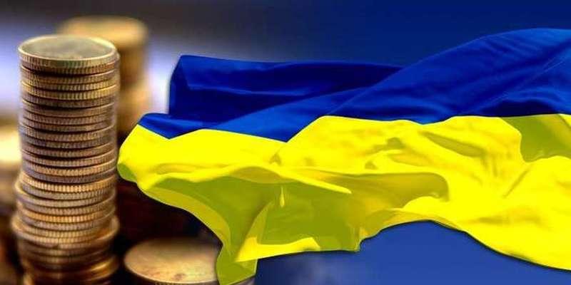Прогноз уряду: економіка України впаде майже на 4%, а зарплати — на 0,3%