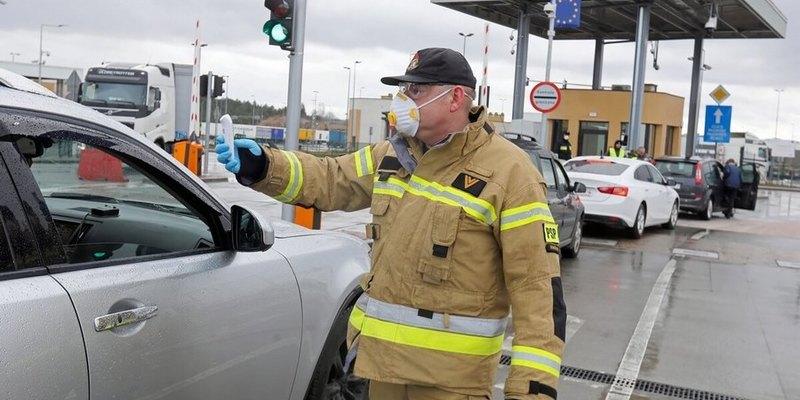 У Польщі чоловік 3 дні прожив у машині, бо боявся заразити коронавірусом сім'ю