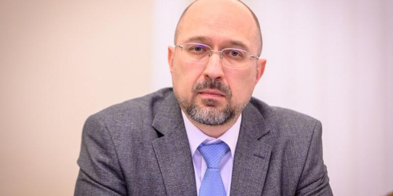 Україна не може не працювати півроку, економіку треба запускати — прем'єр