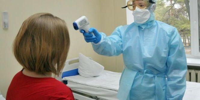 У Києві лікарям, які рятують від коронавірусу, доплатять від 5 до 10 тисяч гривень