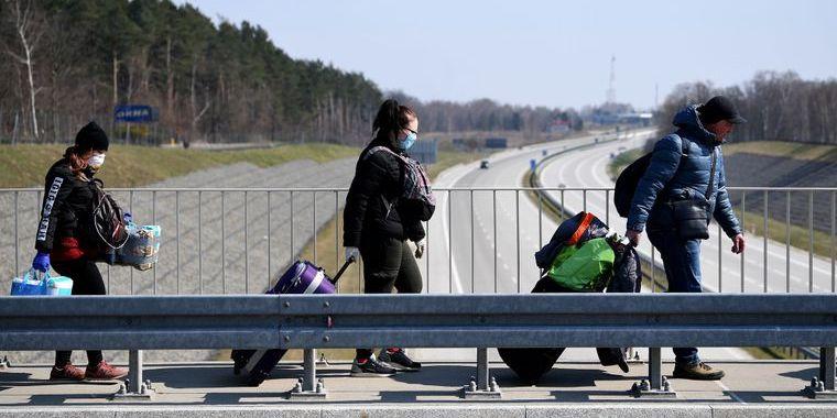 Незважаючи на коронавірус, Німеччина дозволить сезонним працівникам приїхати в країну
