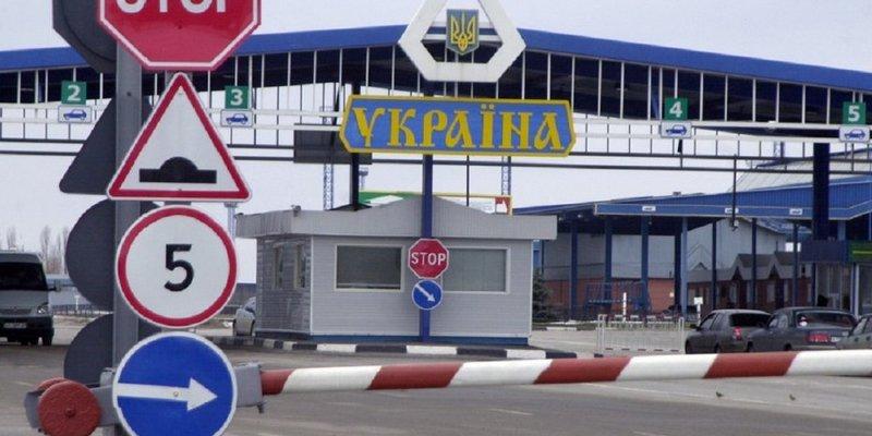 На кордоні з Україною стоїть більше 600 вантажівок