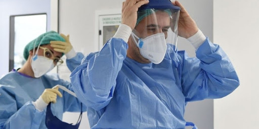 У США лікар вигадав спосіб як посміхатися пацієнтам з COVID-19
