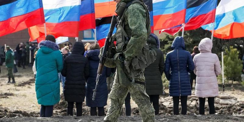 """В """"ДНР"""" людей під час пандемії коронавірусу виженуть на парад до """"дня пабєди"""""""