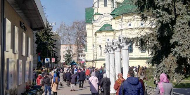 У Рівному УПЦ МП проводить богослужіння з присутністю людей, попри карантин