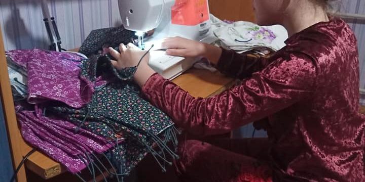 11-річна школярка з Харківщини пошила та подарувала 2 тисячі масок