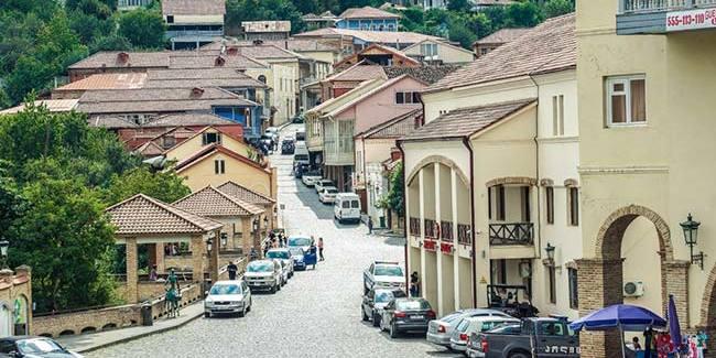 У Грузії через коронавірус заборонили користуватися приватними авто