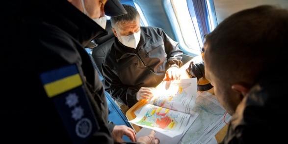Аваков обіцяє подолати пожежу на Житомирщині за 3-4 дні