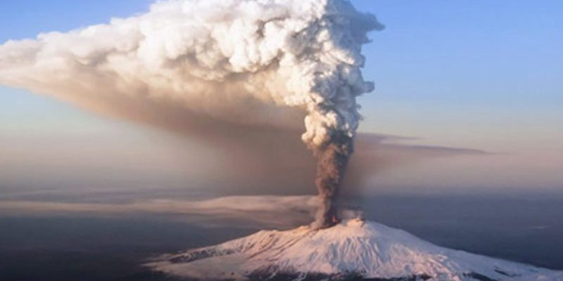 Почалося виверження найбільшого в Європі вулкана Етна (відео)