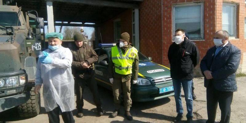 На Харківщині перекопали ґрунтові дороги до села, яке стало епіцентром коронавірусу