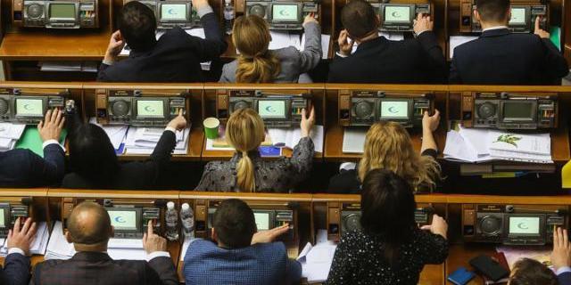 Парламент розблокував зміни до регламенту, які обмежують кількість правок до законопроєктів