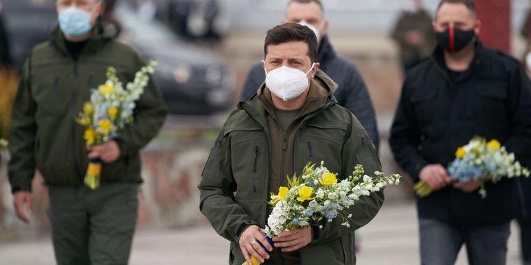 Зеленський побував на Чорнобильській АЕС та заразом нагородив пожежників