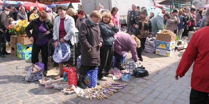 Мер Львова просить дозволити торгувати продуктами на ринку