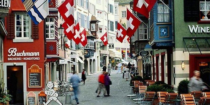 Влада Швейцарії не радить громадянам поїздки за кордон до 2021 року