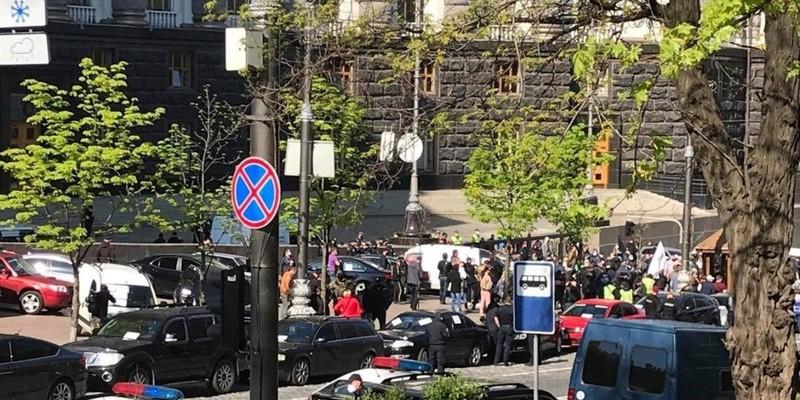 Біля Кабміну підприємці блокували дорогу і вимагали зняти карантин з 1 травня